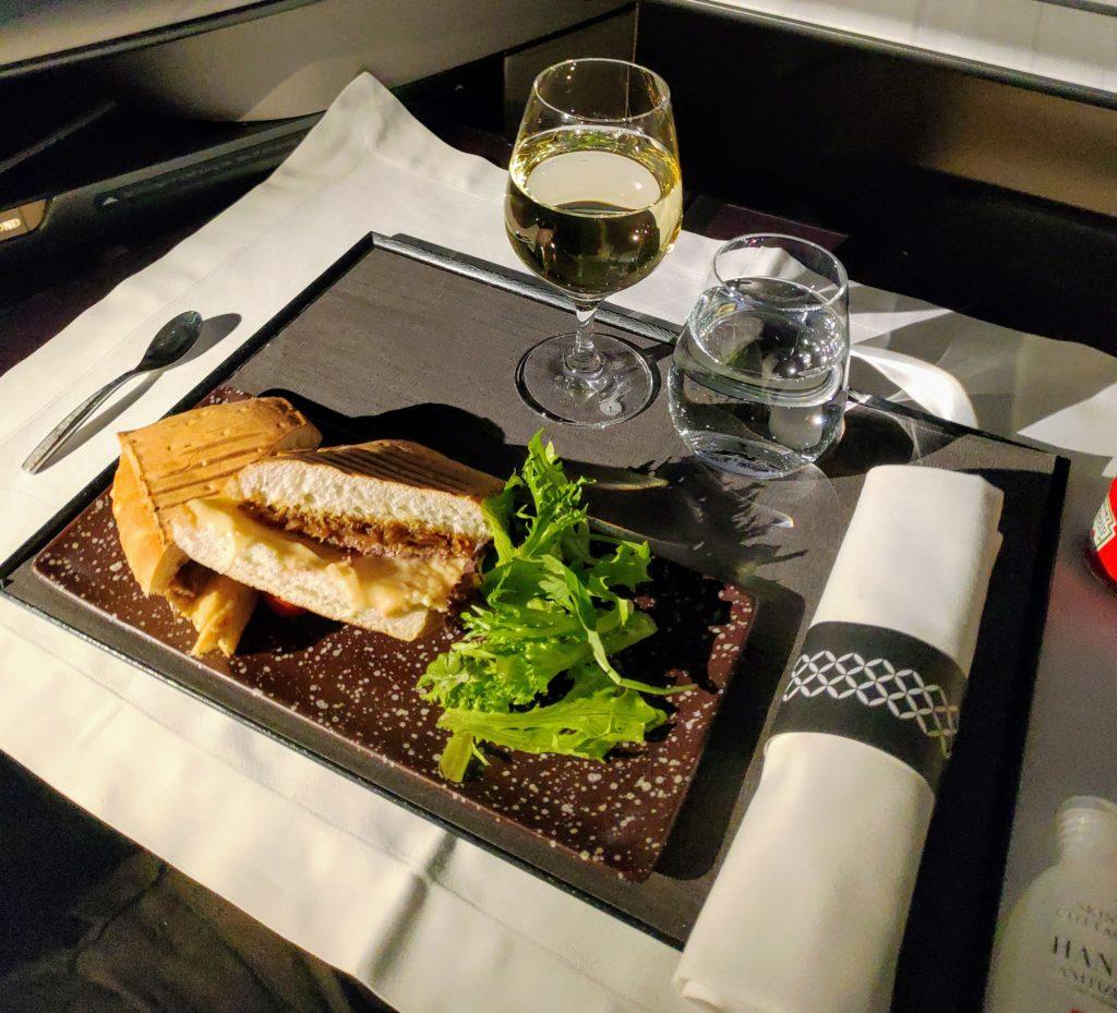 Qatar Airways' respectable roast beef sandwich
